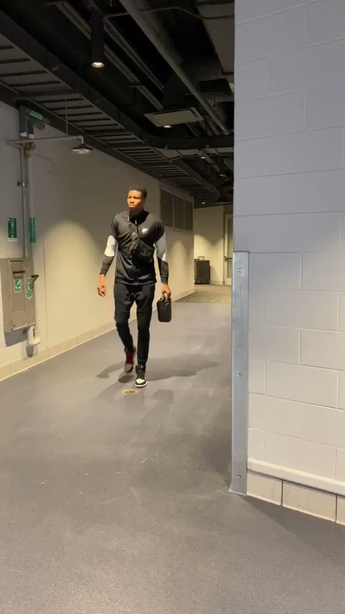 Image for the Tweet beginning: Giannis Antetokounmpo (30.5 PPG, 13.8