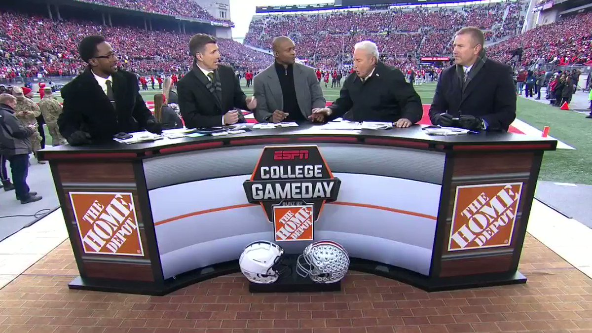 See Lee Corso's headgear pick for Penn State vs. Ohio State