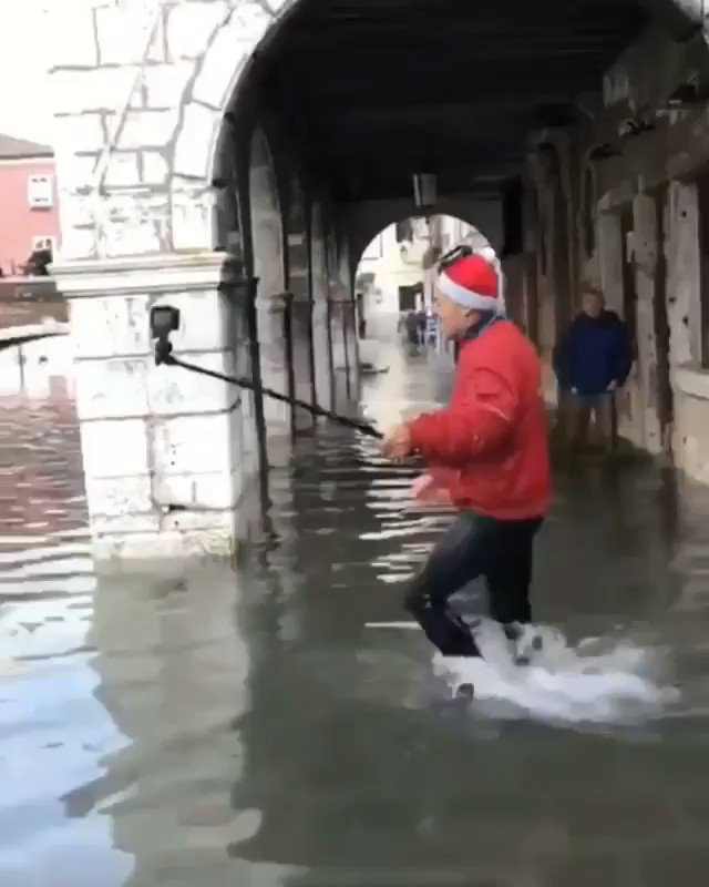 Tourist in Venice, Italy 😂🤣I'm going to hell for laughing 😭