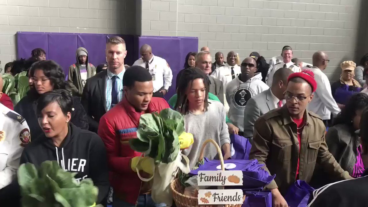 The act of giving is the best way to give thanks! Mayor @KeishaBottoms, @Tip and councilmember @AndreaBooneNow lend a helping hand to Atlanta families by providing turkey and trimmings at our annual Thanksgiving turkey giveaway. #OneAtlanta