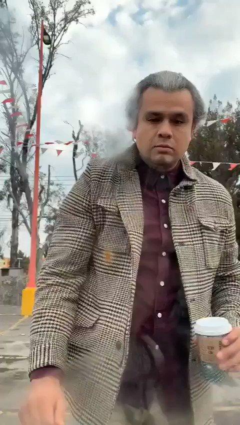 """Hagamos que este """"angelito"""" muy """"valiente"""" con las mujeres pateando su auto de la cara y responda por los daños. Al parecer su nombre es Daniel Gutiérrez Rocha. Hijo de una socia del restaurante """"La Gorda"""" de Guadalajara, Jalisco. Gracias por compartir."""