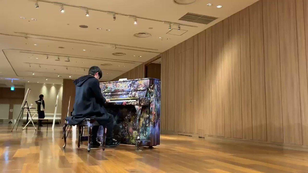 子供が近くに寄ってきてくれて、自然に笑みがこぼれる銀座のLove Pianoでした!!!「Sogna」はいつもは寂しい、悲しい雰囲気を出す演奏をしてたのですが、今日の「Sogna」は暖かい雰囲気になりました笑#まらしぃ #lovepianoyamaha #lovepiano #独学ピアノ #弾いてみた