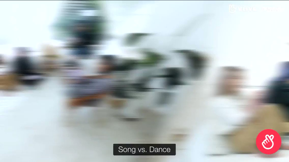 """when mamamoo was asked to choose between song and dance, all of them chose dance then hyejin confidently said """"singing comes naturally"""" pic.twitter.com/HmpecCgFiI"""