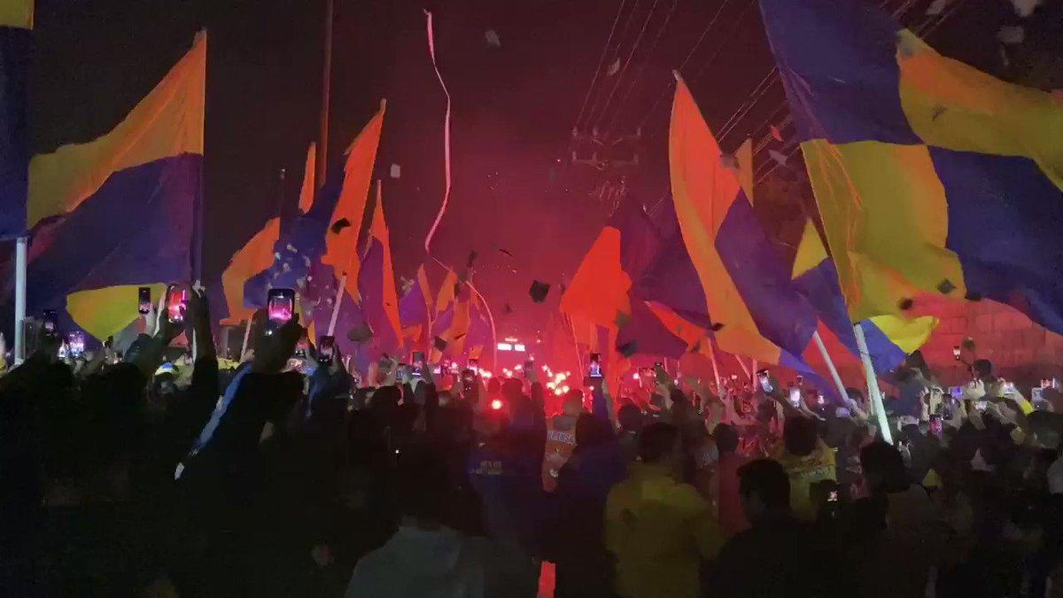 Así fue la llegada de nuestro equipo al Estadio Universitario, rodeado de la gente que quiere que este equipo siga trascendiendo. 😍👊🐯🔥#TigresUNIdosXLa8 | #EstoEsTigres