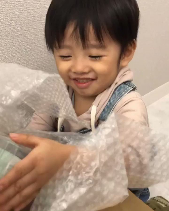 先日TikTokのLine Friends企画で頂いたLINEグッズが届きました♡ろいたんニコニコ#ろいたんスマイル ☺️❤この笑顔癒し❤💜💛💚💙❤ #笑顔が人を幸せにする @tiktok_japan  #tiktok #linefriends #line
