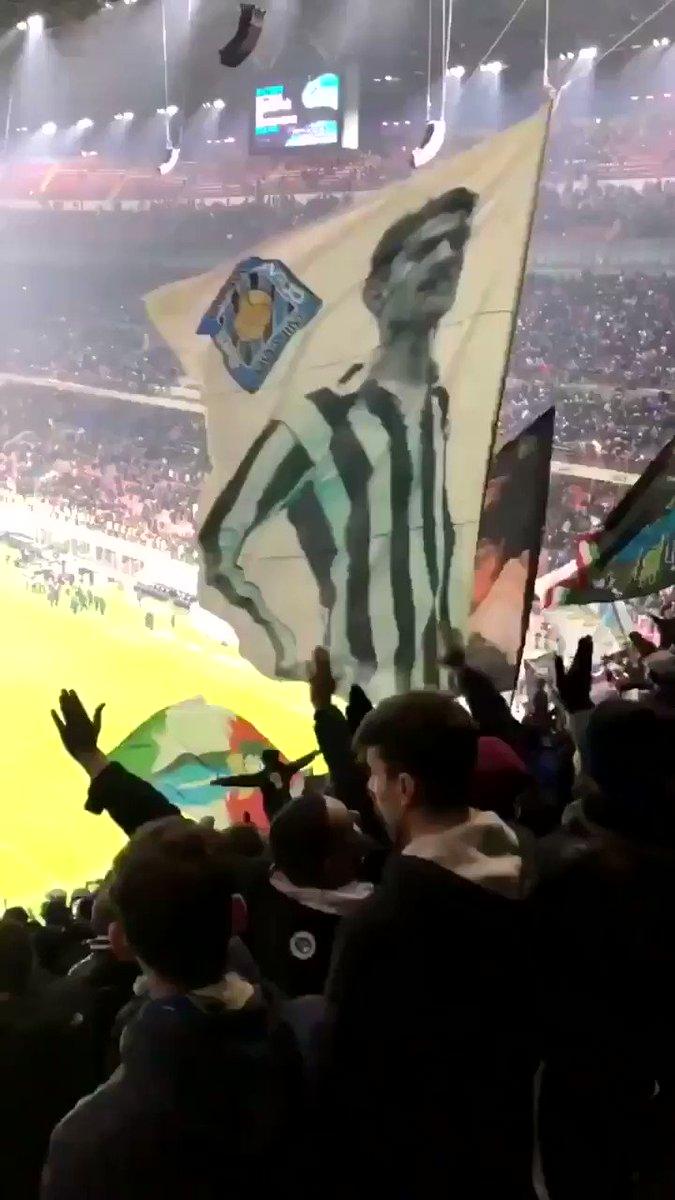 Salutate la capolista 🔵⚫️ 👏🏻 @Inter   #CurvaNord  #CN69  #FCIM  #Nerazzurri  #InterSPAL  #Inter  #ultras  #sansiro  #interisti  #ragazziinter  #boyssan  #Milanosiamonoi