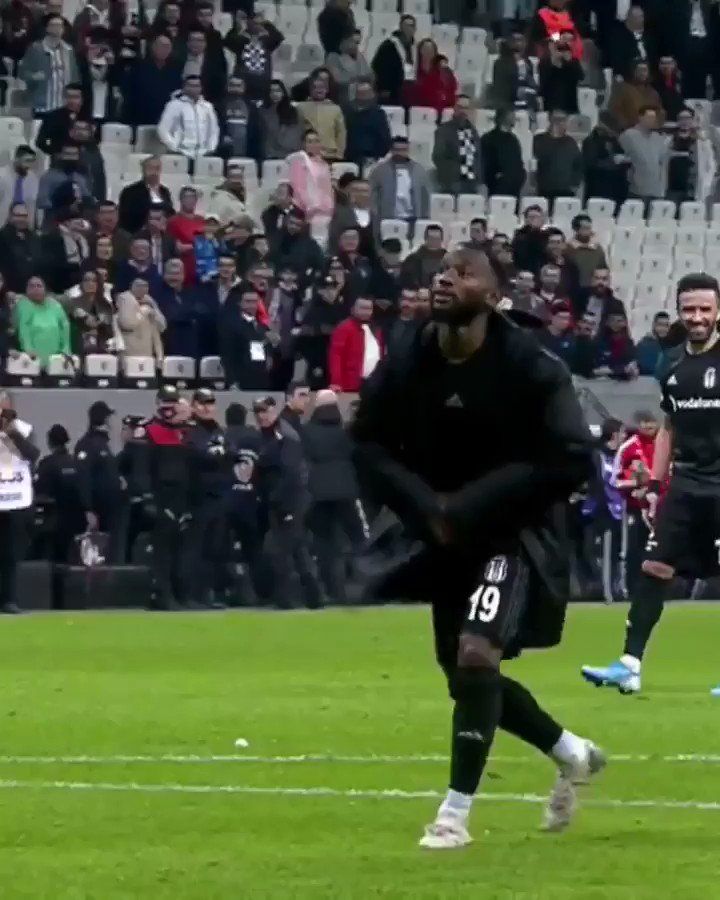Name someone happier than me after a win with @Besiktas .. 😂🕺🏾🦅 #iLoveThisGame