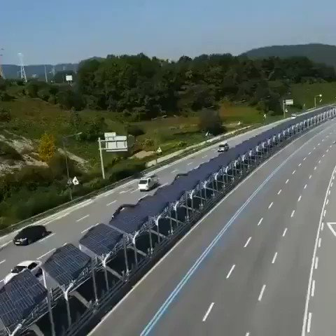 Wow! South Korea 🇰🇷 built this bike lane covered by solar panels. Cyclists are isolated from traffic, protected from the sun, and produces cleanenergy at the same time! Brilliant!