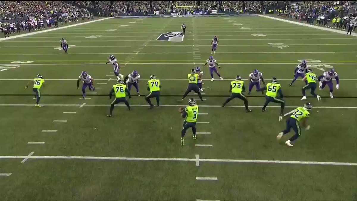 One of the craziest pick-six INTs EVER 😱  (via @thecheckdown) https://t.co/7pGXufmPNu