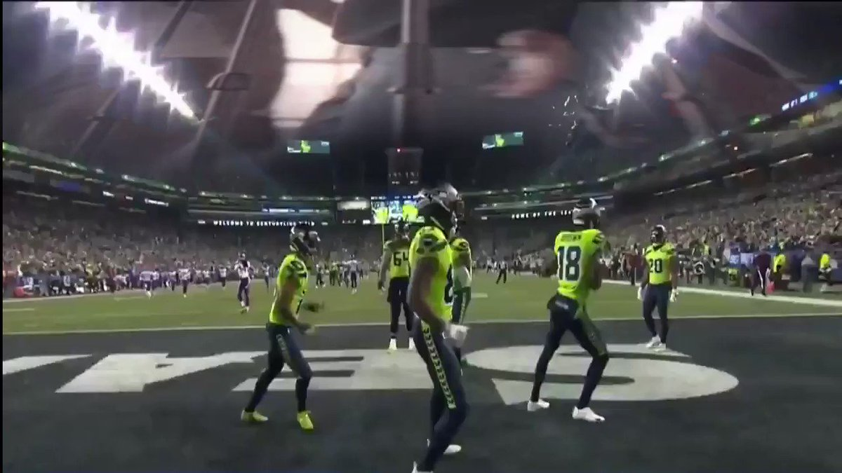 Replying to @HeavensFX: had to sync it up the New Edition dance #MINvsSEA #Seahawks