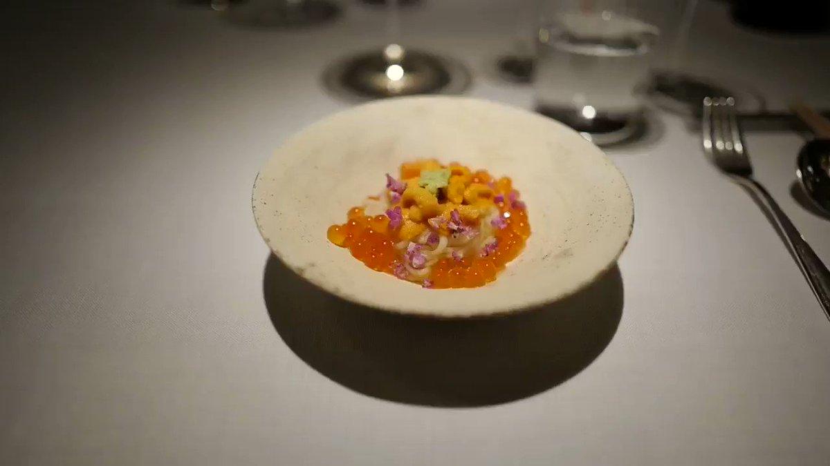 I won't forget this small bowl.  Inaniwa udong w/ sea urchin & salmon roe. 이건 맛이 없을래야...  #galinaz @THEGELINAZ #narisawa #stayin