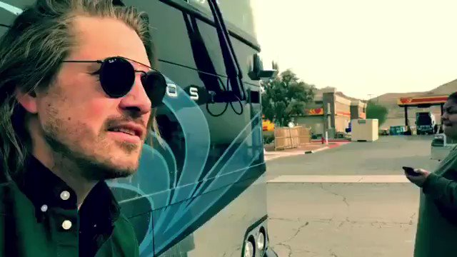 Well we broke down outside of Vegas this morning... http://hanson.net  members go checkout the full blog. Everyone else here's a little taste. #tour #brokedown #vegas 👍👍👍 see you at the show tonight.