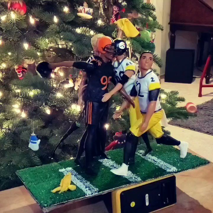 Someone really made a Myles Garrett-Mason Rudolph tree topper 🎄😳 (via @SteveJHguit)