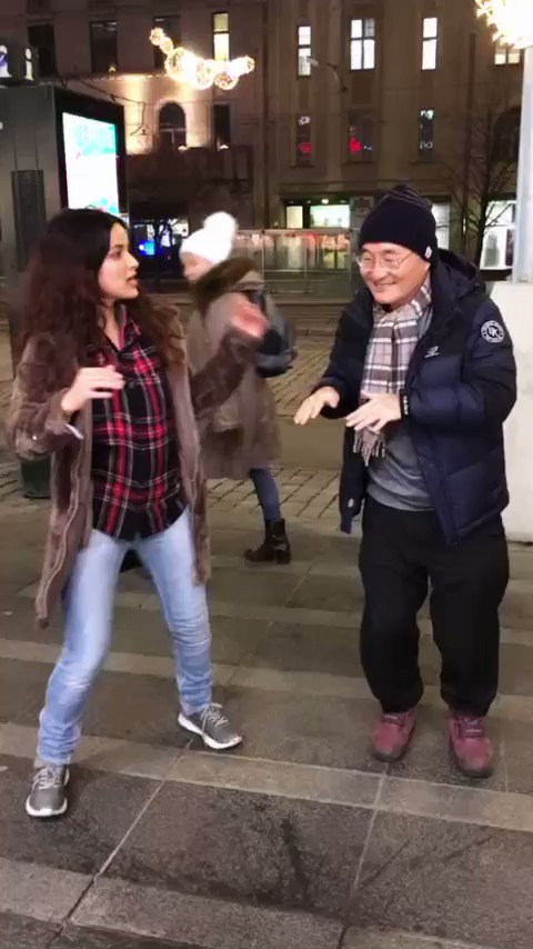 Hahahahahahaha this was so epic! This guy knew #KucchKucchHotaHai's song Tum Paas Aaye...and he danced with us on the streets of Helsinki...🥰😍🧡 Dedicated to @iamsrk @itsKajolD Rani Mukerji & the director @karanjohar (Apologies for my horrible dancing skills in this one! 😑)