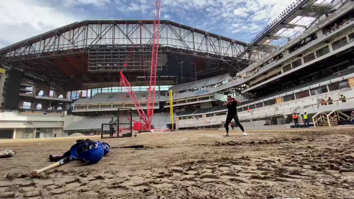 Batting practice on a construction site... that's a first for me! Can't wait until we get to do this for real in 2020!🙌🏼