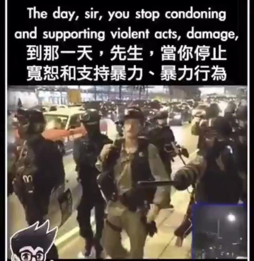 他就是速龙队队头子英籍警司庄定贤,参与了多起镇压香港人民的惨案,是重要战犯和刽子手!他与立法会议员许志峰强辩,是他早就想干的事,他想与全香港人对峙,完全知道港警伪军干的坏事,因为他就是一个十足的恶棍!