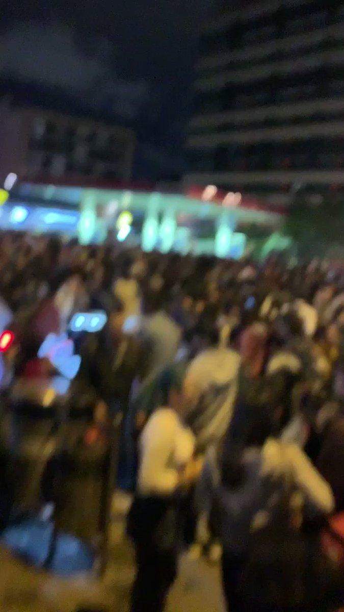 ¡A ver , a ver quien lleva la batuta ! Los estudiantes , la sociedad en las calles , el movimiento social ... Ya es hora . #4DElParoSigue