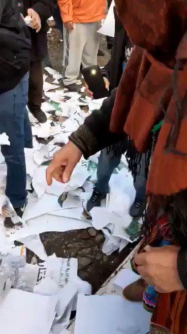 Live:🇩🇿 05/12: Ouacif واسيف Les braves citoyens de Ouacif à Tizi Ouzou ont détruis toutes les urnes, et ont déchirés tous ce quil a de lien avec les élections présidentielles de la honte.