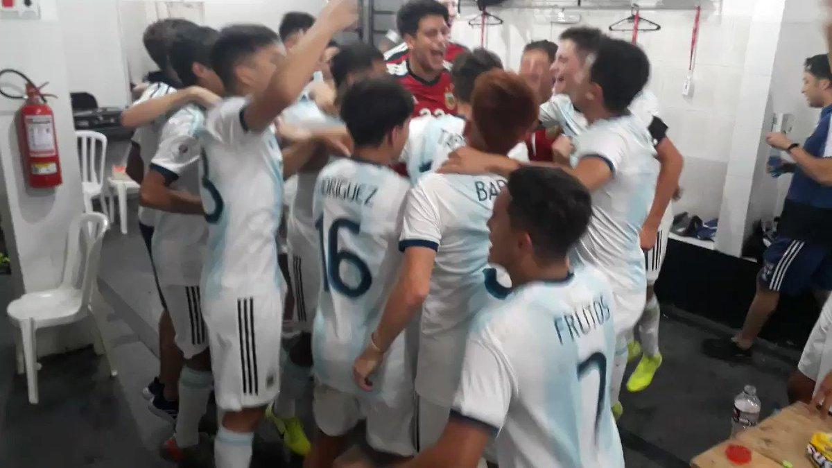 #SudamericanoSub15 Así festejaron los juveniles de @Argentina el pase a la final 👇 https://t.co/fPS4rnlozh