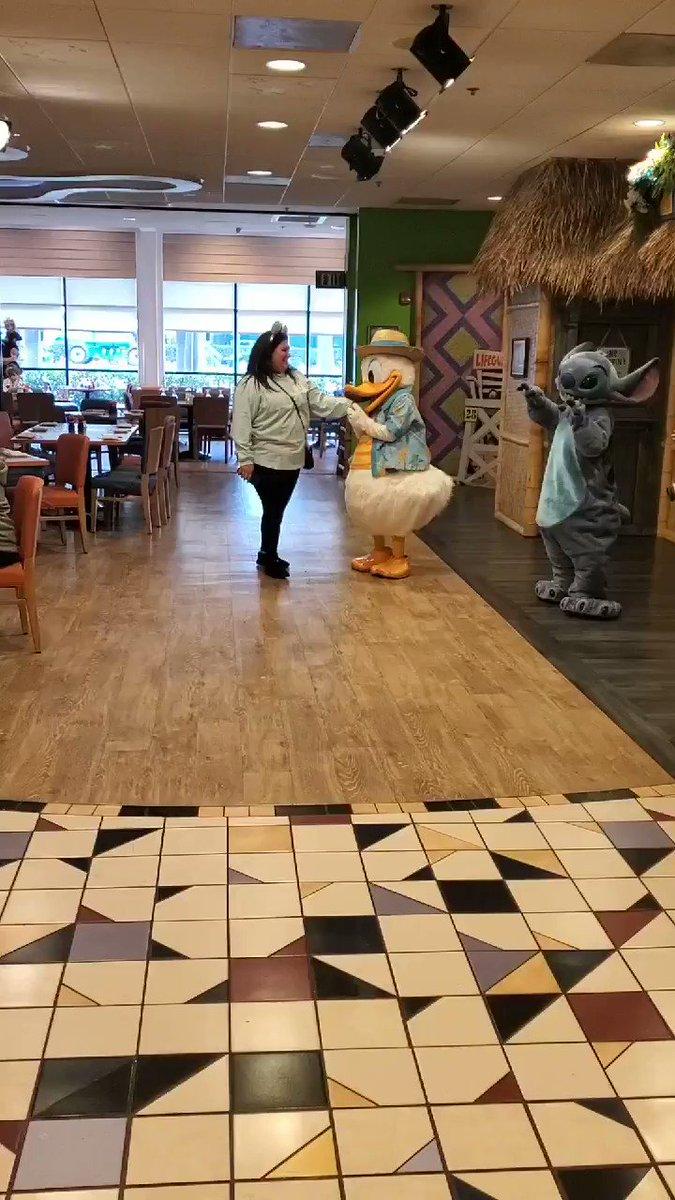So.... Did I mention Daisy Duck tried fighting me because her man was dancing with me.... no okay....  #daisyduck #Disneyland #iwasgoingforstitch #disneyears #disneyvibes #myhome #idontwantyourman #disneydrama #donaldduck #liloandstitch #helpme