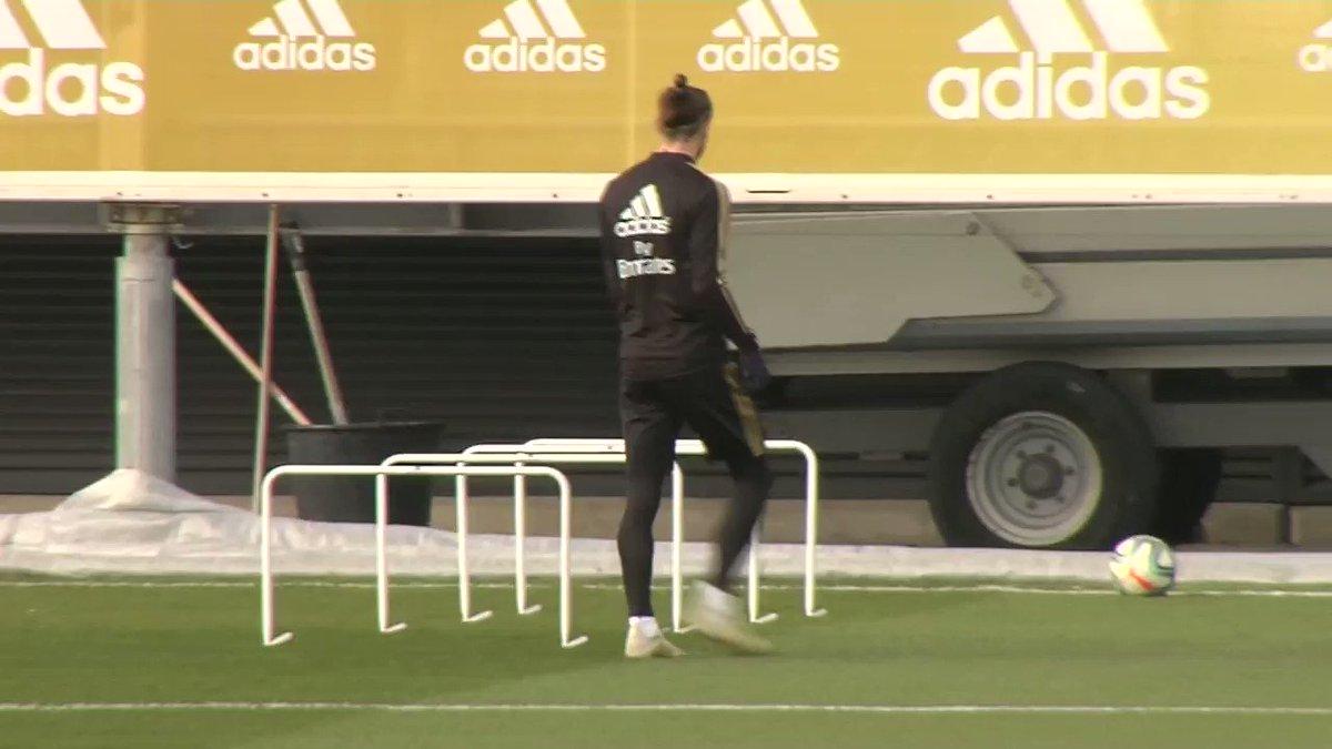 Bale es el héroe sin capa del Madrid 😂 ...es una gran cortina de humo para no hablar de... -Tema Neymar en el mercado -Courtois y la salida de Keylor -El rendimiento de Hazard -La salida de Zidane