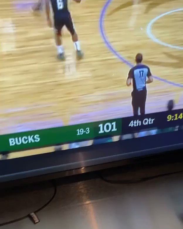 . @giannis_an34 and the bucks not playing with the Clippers 🤦🏾♂️🔥 They 20-3 now sheesh