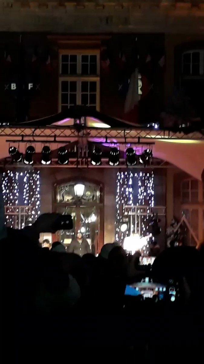 Incroyable mini concert de Vitaa et Slimane à Belfort. Même si on a eu du mal à les voir.    #belfort #versus #slimane #vitta  
