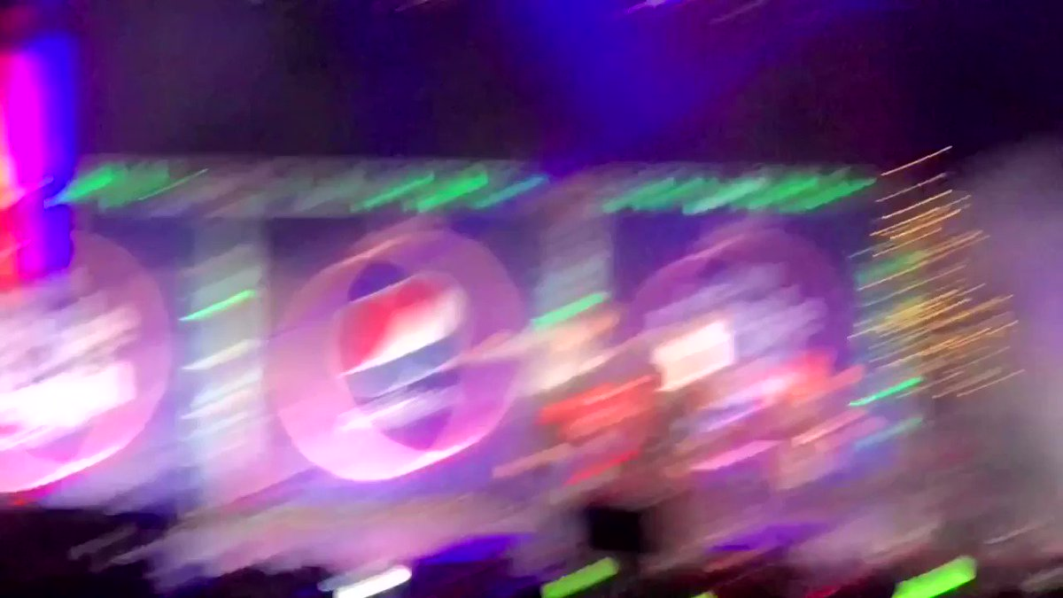 these kpop girls crazy..   #NCT127xJingleBash #NCT127TODAY @B96Chicago @NCTsmtown_127 #B96JingleBash #B96NCT