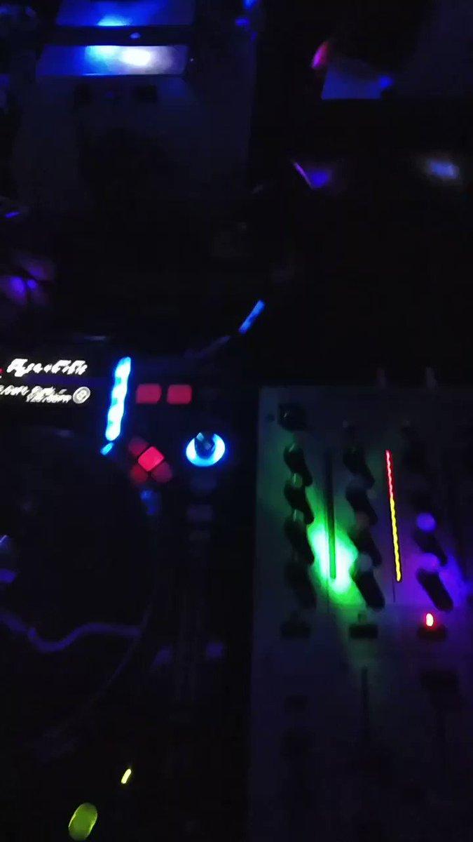 Sai pra toma uma breja e quando eu vi eu já tava mexendo nas CDJ lansando as braba na festa Rainbow do meu amigo e mentor como DJ Rodrigo Biruta #djlife