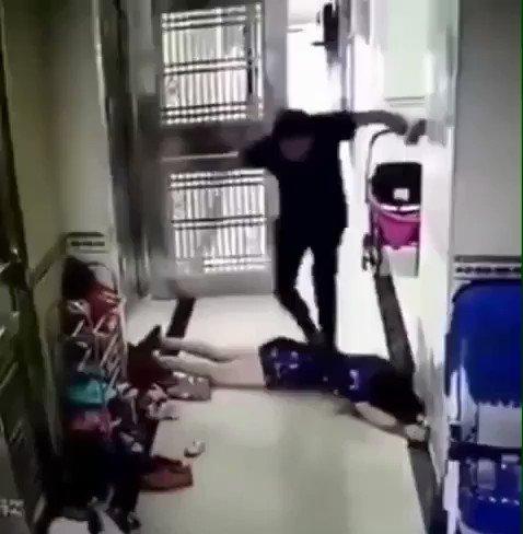 RT @Tabalminutomx: #AltoALaViolenciaFeminina Indignante esto... necesario hacer ya conciencia. #NiUnaMas https://t.co/mZV7gPCPVC