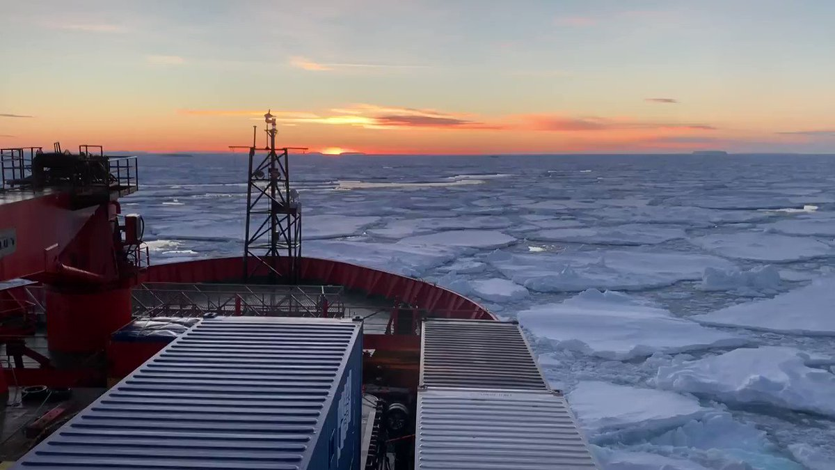 One of those #Antarctic moments that takes your breath away. The Aurora Australis has successfully resupplied Dumont d'Urville for the #French program @https://twitter.com/_IPEV. Next stop, Macquarie Island then #Hobart. #sunrise 📸 R Youd