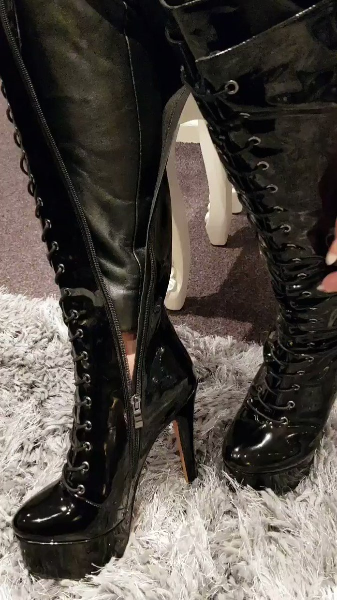 Image for the Tweet beginning: Trying on my new boots