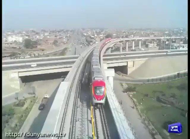 میٹرو اورنج لائن ٹرین کل آزمائشی سروس کے لیے تیار، میٹرو ٹرین سٹیشنز سے کوڑا کرکٹ کا صفایا کر دیا گیا، میٹرو ٹرین کے روٹ کو خوبصورت گملوں سے سجا دیا گیا #DunyaNews #DunyaUpdates #DunyaVideos #OrangeLine
