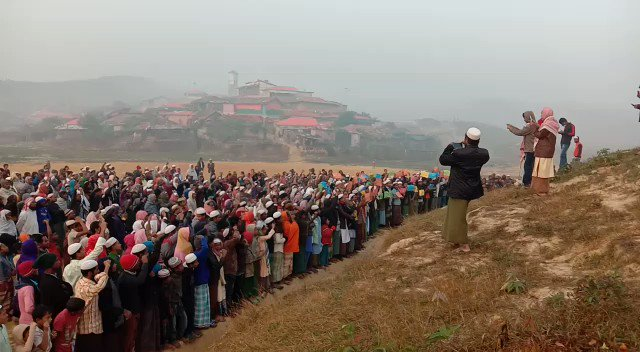 Image for the Tweet beginning: Rohingya refugees gather in the