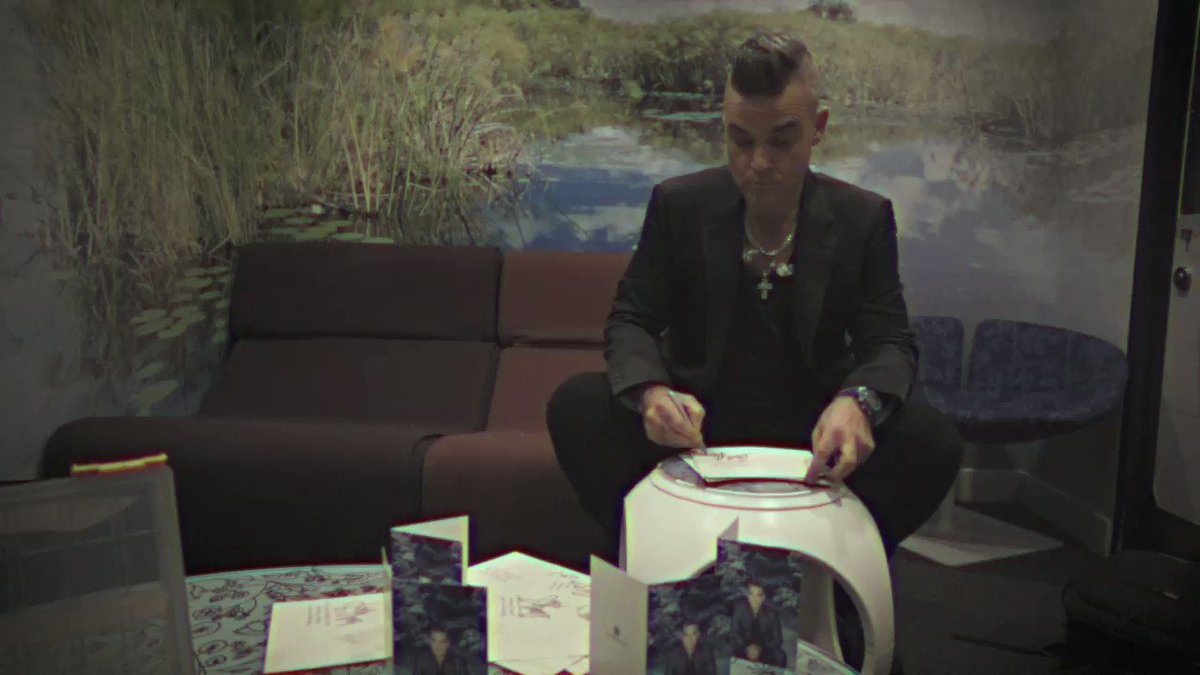 Signed Christmas card bundles now available exclusively on Shop.RobbieWilliams.com