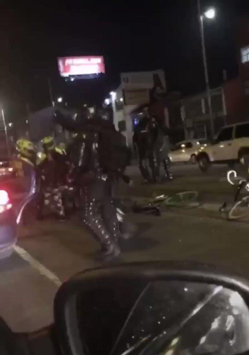 Colombie : des jeunes embarqués de force par la police... dans des voitures banalisées