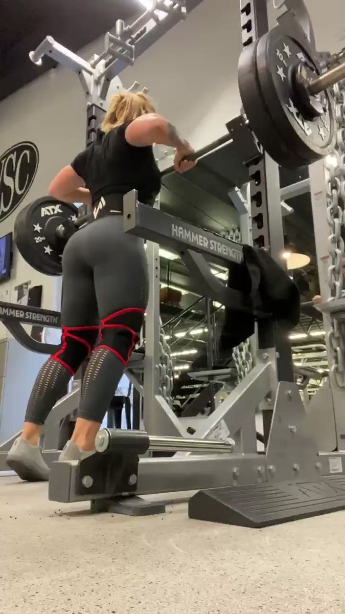 What think of when squatting? -bar position, walkout, Valsalva maneuver, tension through the feet, retracted scapula, right back, knees, hips, glutes, point to look at as benchmark ... #squat #technics #form #StrengthTraining #powerlifting