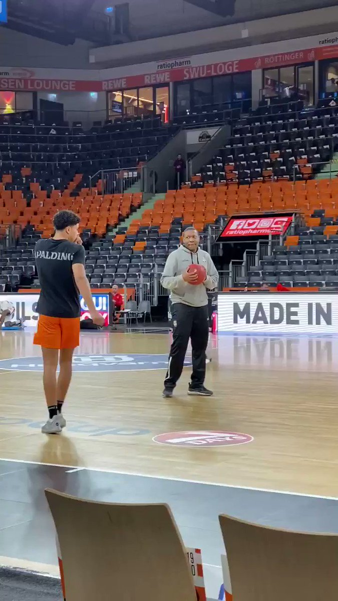 Looking forward to watching potential lottery pick Killian Hayes against Monaco tonight in Ulm, Germany. The 6-5, 18-year-old guard is in the mist of strong season, averaging 10.8 PTS and 5.7 AST in 24.5 MIN while shooting 55% from 2 and 30% from 3. Talented PnR player.