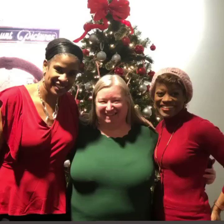 ✨🎄MERRY CHRISTMAS!!! @CESDTalent V-O AUDITION DAY, GOT TO SEE O-C AGENT KIRSTEN (#ChristmasDecorDesigner) & FELLOW CESD CLIENT @allvoicenyc .  🎉🏄🏾♀️💃🏽WOOHOO LUCKY ME🎄✨.....#actorslife#voiceover#audition#cesd#cesdtalent#nyc#redandgreen #christmas #tree #wcw