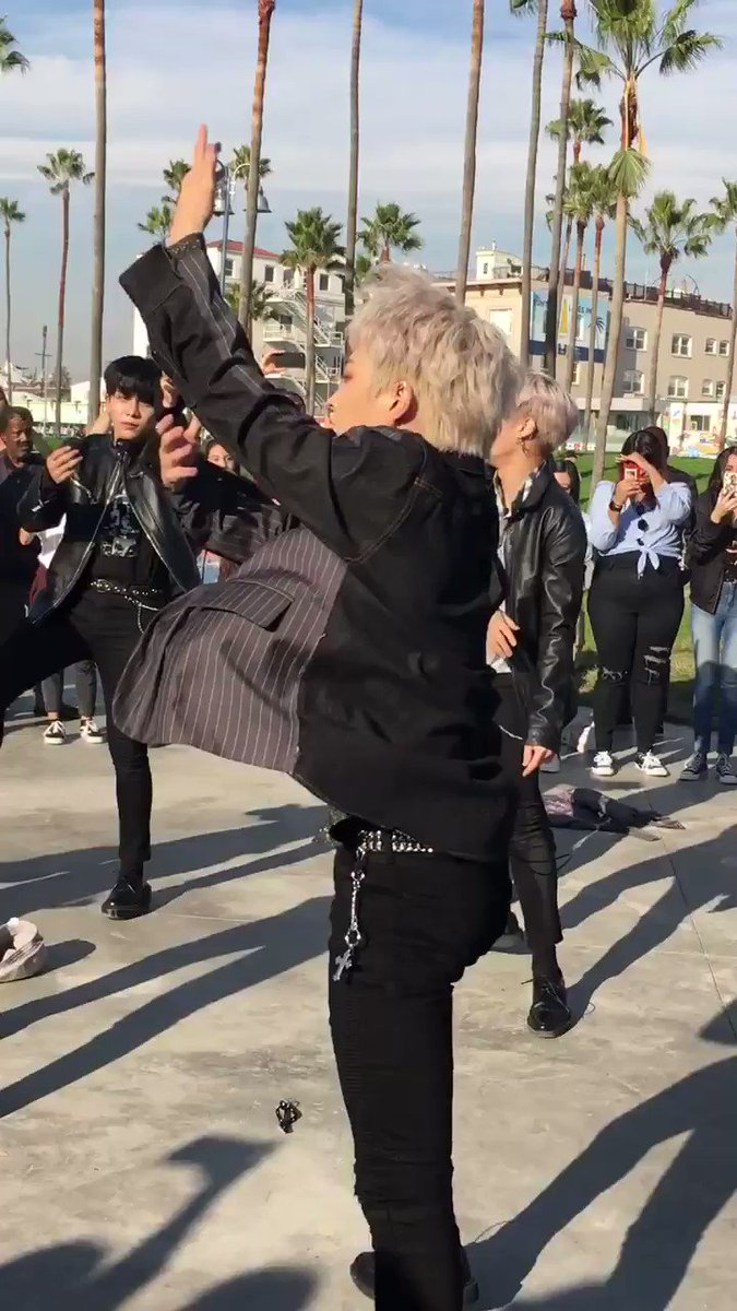 Hongjoong is out here snapping his neck for us and y'all still don't stan ATEEZ