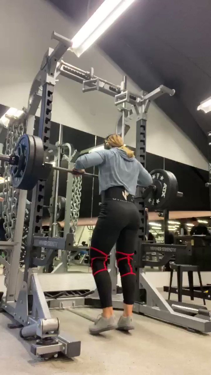 Powerlifting is not only heavy ass weights. It's also lots of control and assistance work. I have tendency to do more/ heavier. This can collide with linear progress. Hence this week lower weights. I know what's coming ahead #powerlifting #strengthtraining #squat