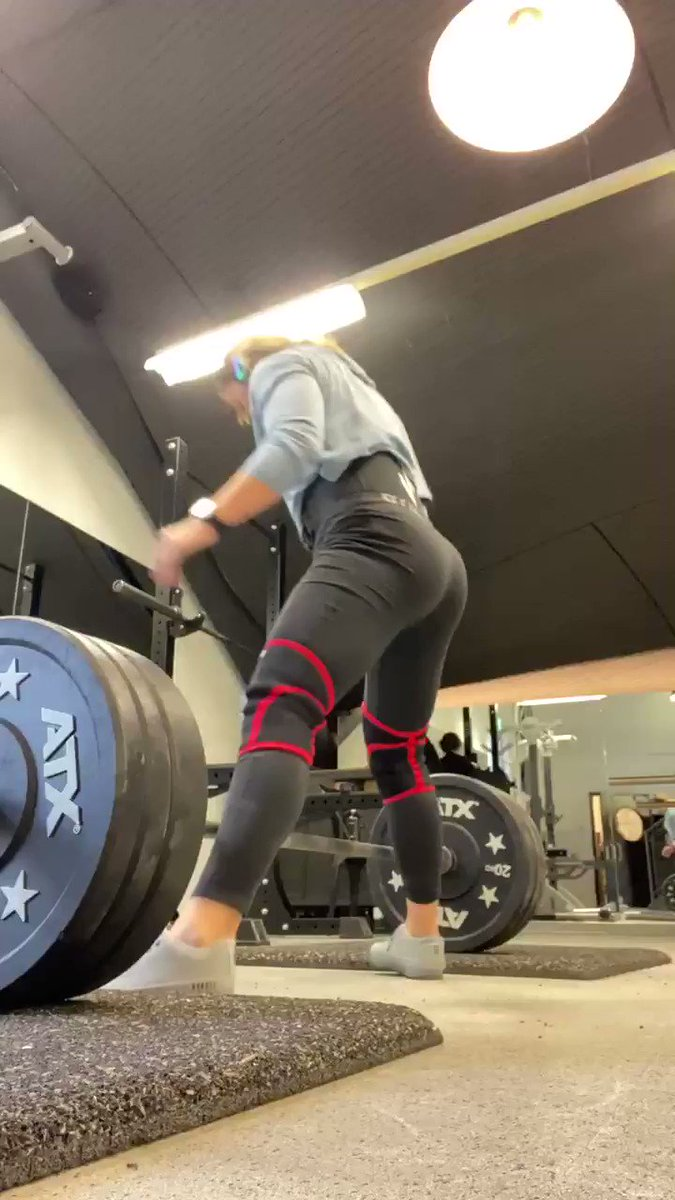 In sumo hips should come as close as possible to the bar. That will allow you to use your body as a lever. Hips thrust- bar goes up. But hips go back where they have started #deadlift #strengthtraining #powerlifting
