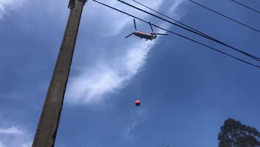 RT @conaf_minagri @onemichile @IntendenciaV @MinagriValpo @Ejercito_Chile El helicóptero #Chinook apoya el combate del IF Tranque El Peral- Nuevo Placilla, en la comuna de Valparaíso, que afecta 500 hectáreas por confirmar.   ☎️ #Alerta130Conaf