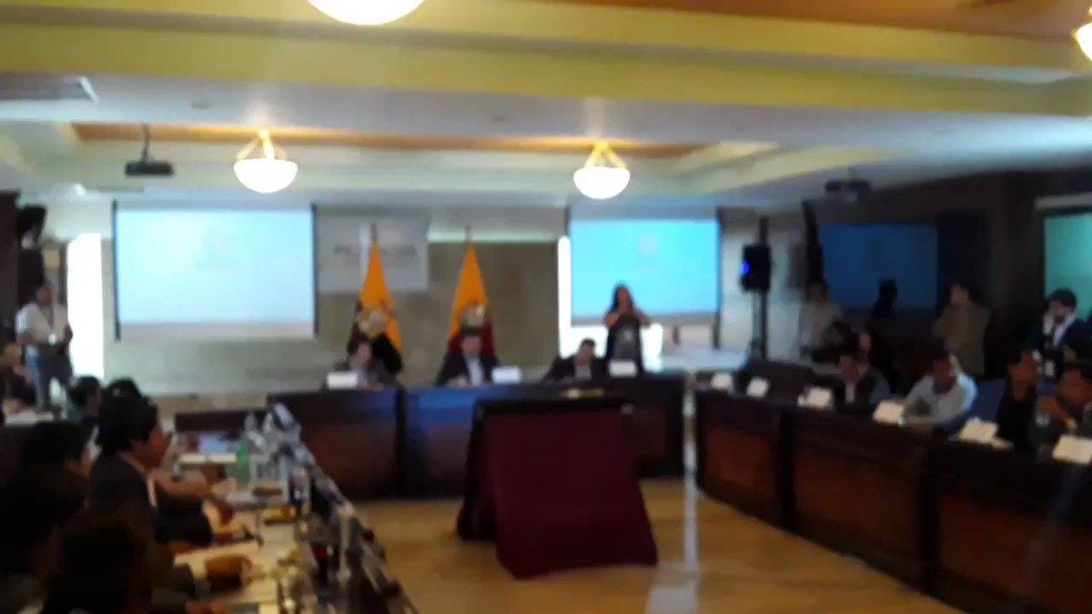 Consejo de la Prefectura aprobó por unanimidad la decisión de ratificar la subrogación del viceprefecto Alexandro Tonello como titular de la  institución. Con esto, Paola Pabón, conserva su cargo.  Vía @franciscolassoc