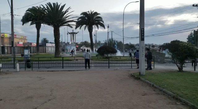 RT @elrogaldefue Ahora en San Antonio: enfrentamientos entre manifestantes y Carabineros