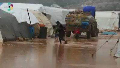 استمرار معاناة مخيم الساروت قرب سرمدا شمال إدلب ربما الكلمات عجزت عن وصف الاوضاع الانسانية في ظل غايب تام للمنظمات الانسانية .
