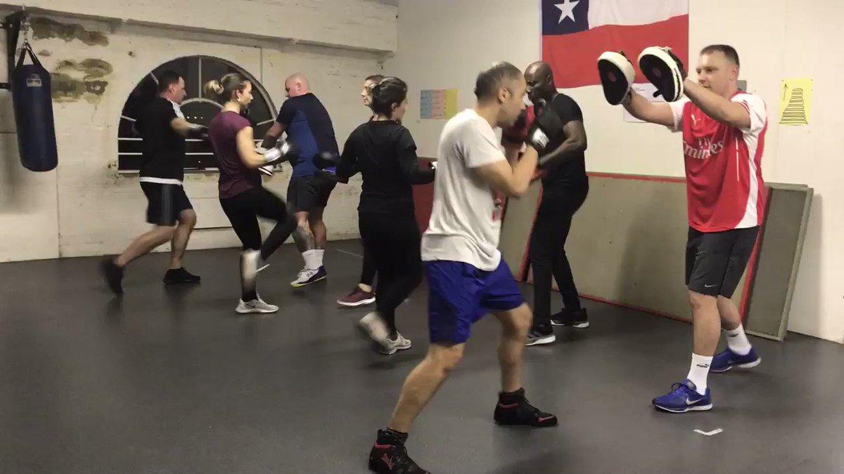 Boxfit Monday 7pm  - come and join!🎄🥊@ Hanwell Community Centre #hanwell #ealing #brentford #hounslow #fitness #boxfit #boxingnews #MondayMotivation #MondayVibes #satchmofitness #robbailey #pt #ilovehanwell #communityspirit
