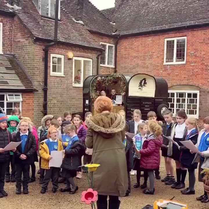 And the finale: the lower school choir from Chawton Primary serenaded us with the cutest carols ever! Here is the last verse of Silent Night for you all to enjoy. 🎄😭🎶 Happy Birthday Jane!