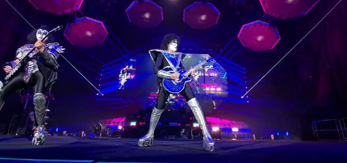 .@tommy_thayer on fire in #Osaka, #Japan! #LoveGun #EndOfTheRoad World Tour