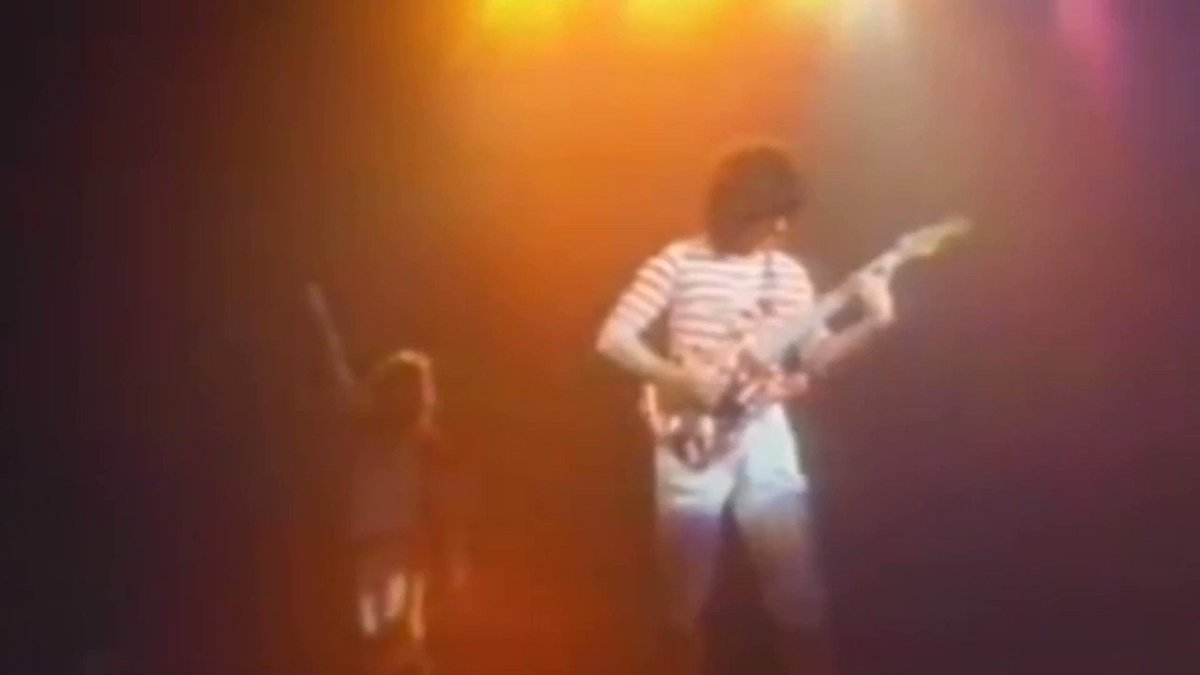 I'll never get tired of this one!!!❤️🔥🖤🔥 Happy Thursday Van Halen Army!!! #VanHalen #vanhalenarmy #ThursdayMotivation #ThursdayThoughts #thursdayvibes #ThursdayMorning #throwback #Thursday #thursdaymood #themightyvanhalen #DavidLeeRoth #EddieVanHalen